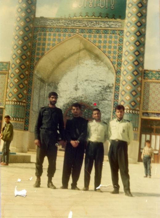 تصویر شهید با همرزمان